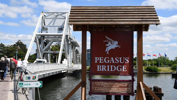 People cross Pegasus Bridge in Normandy - close to where the soldier died - on 31 May 2019 - Sputnik International