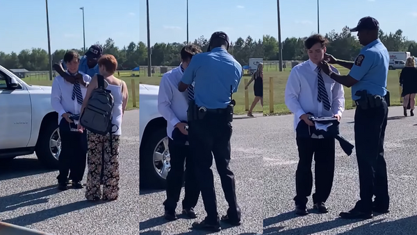 To Protect and Style? US Officer Comes to High School Grad's Rescue - Sputnik International