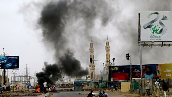 Sudanese protesters are seen near burning tyres used to erect a barricade on a street, demanding that the country's Transitional Military Council handover power to civilians, in Khartoum - Sputnik International