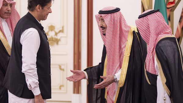 This handout photo released by the Saudi Royal Palace shows King Salman bin Abdulaziz (C) of Saudi Arabia welcoming Pakistani Prime Minister Imran Khan (L) at the opening session of a summit of the 57-member Organization of Islamic Cooperation (OIC) in the Saudi holy city of Mecca in the early hours of June 1, 2019 - Sputnik International