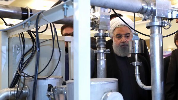 Hassan Rouhani on April 9, 2018 shows him (C) during a ceremony to mark National Nuclear Technology Day in Tehran - Sputnik International