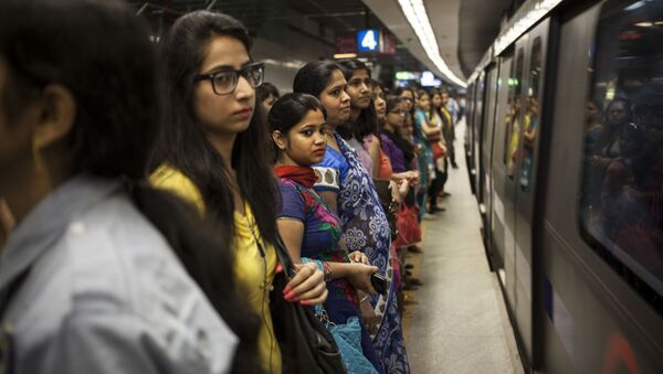 Commuters wait to board a women only compartment of a metro in New Delhi, India, Thursday, June 26, 2014 - Sputnik International