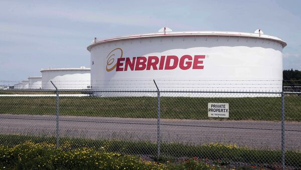 This June 29, 2018 photo shows tanks at the Enbridge Energy terminal in Superior, Wis. Enbridge Energy is delaying the startup of its planned Line 3 replacement crude oil pipeline through northern Minnesota by a year. - Sputnik International