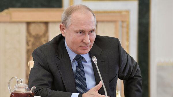 Russian President Vladimir Putin meets representatives of global news agencies - Sputnik International