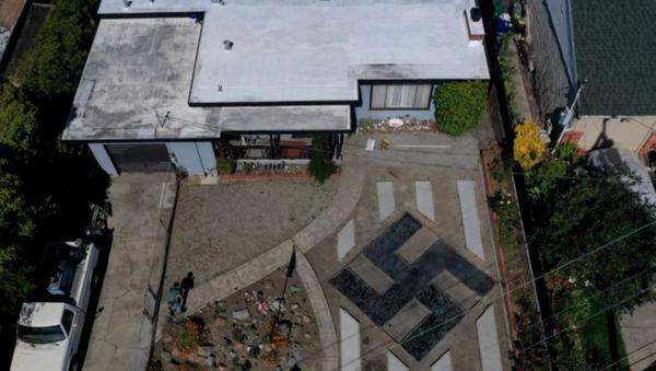 US Man Displays Swastika in Front Lawn, Insists It's 'Tibetan Sign' - Sputnik International