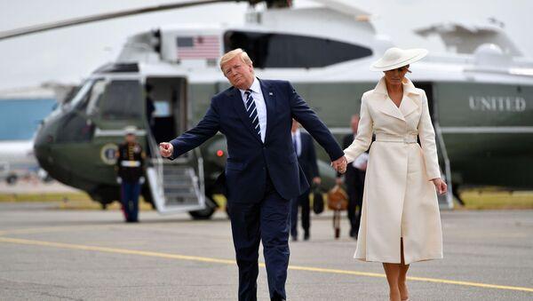 Президент США Дональд Трамп и его супруга Меланья после посещения мероприятия по случаю годовщины высадки в Нормандии - Sputnik International