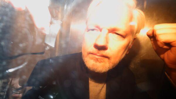 WikiLeaks founder Julian Assange arrives at court in London on May 1, 2019 to be sentenced for bail violation - Sputnik International