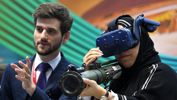 SPIEF 2019 visitor in the HTC Vive VR headset - Sputnik International
