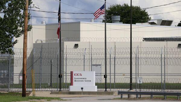 main gate of the Leavenworth Detention Center - Sputnik International