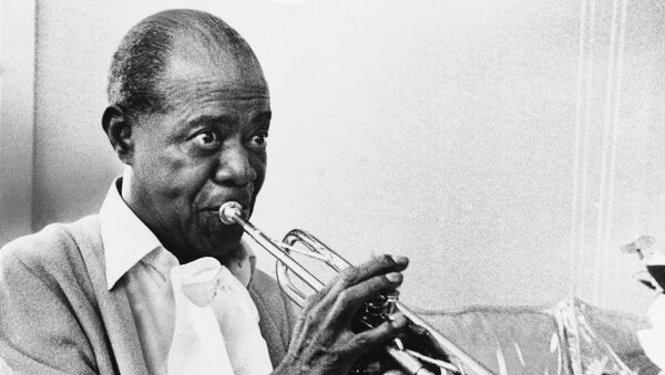 In a June 21, 1971 file photo jazz great Louis Armstrong practices with his horn at his Corona, New York home on June 21, 1971. A live recording of Louis Armstrong playing his trumpet for one of the last times is being played Friday April 27, 2012 at the National Press Club in Washington where it was created in January 1971. - Sputnik International