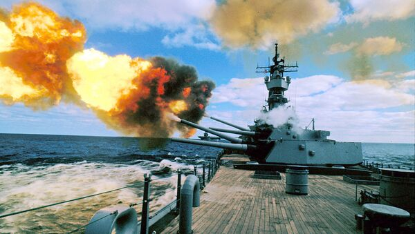 In this Dec. 16, 1987 file photo, the battleship USS Iowa fires its 16-inch guns during duty in the Persian Gulf. - Sputnik International