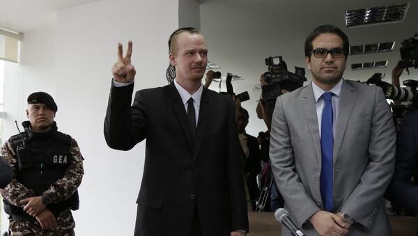 Swedish programmer Ola, center, makes a victory sign as he enters court for a hearing in which his lawyers are requesting his freedom, in Quito, Ecuador, Thursday, May 2, 2019. The government accuses Bini of being involved with two unnamed Russian hackers in a plot to blackmail Ecuador's President Lenin Moreno. - Sputnik International