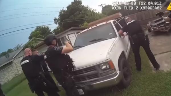 Texas' Fort Worth Police Department releases body camera footage of fatal shooting involving 20-year-old JaQuavion Slaton - Sputnik International