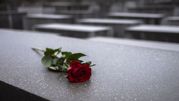 A red rose lies on a slab of the Holocaust Memorial to commemorate the victims of the Nazis in Berlin, Sunday, Jan. 27, 2019. - Sputnik International