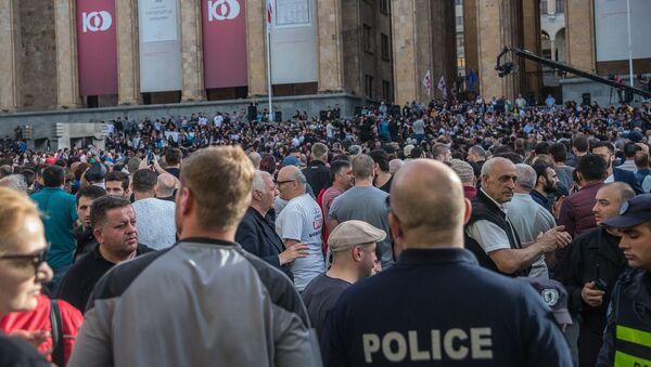 Georgian Opposition Storms Parliament Building in Tbilisi - Report - Sputnik International