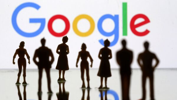 Small toy figures are seen in front of Google logo in this illustration picture, April 8, 2019 - Sputnik International