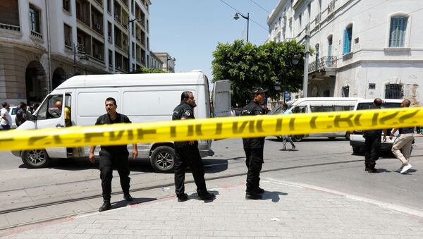 Police officers stand guard at the site of an explosion in downtown Tunis, Tunisia, June 27, 2019 - Sputnik International