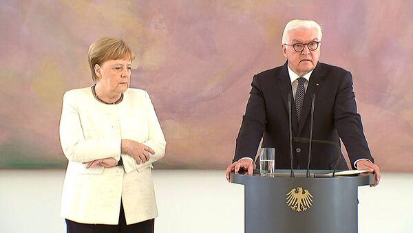 German Chancellor Angela Merkel was seen shaking as she met President Frank-Walter Steinmeier in Berlin, Germany, June 27, 2019, her second shaking bout within two weeks - Sputnik International