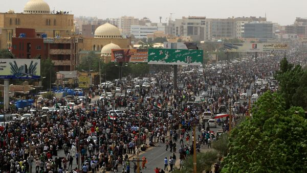 Tens of thousands of people march on the streets demanding the ruling military hand over to civilians, in the largest demonstrations since a deadly security service raid on a protest camp three weeks ago, in Khartoum - Sputnik International