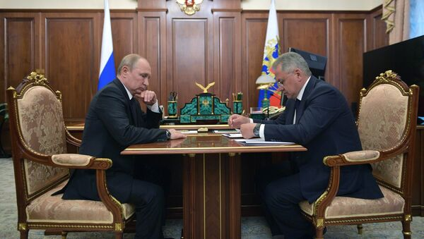 Russian President Vladimir Putin met the country's Defence Minister Sergei Shoigu hours after the news about the deadly incident aboard an underwater vessel had broke - Sputnik International