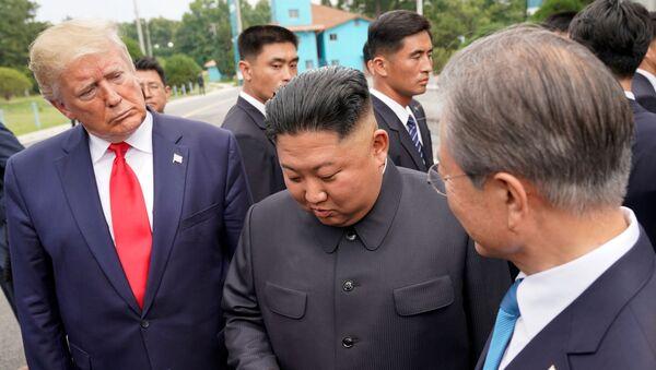 Trump meets with North Korean leader Kim Jong Un at the DMZ on the border of North and South Korea - Sputnik International