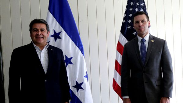 Honduras President Hernandez and Acting Secretary of U.S. Homeland Security McAleenan pose for a photo before a bilateral meeting at Soto Cano Air Base in Comayagua - Sputnik International
