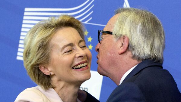Germany's Ursula von der Leyen is welcomed by European Commission President Jean-Claude Juncker prior to a meeting at EU headquarters in Brussels, Thursday July 4, 2019 - Sputnik International