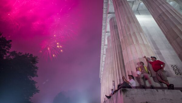 Fireworks seen from the Lincoln Memorial explode over the Potomac River for Independence Day, Thursday, July 4, 2019, in Washington - Sputnik International