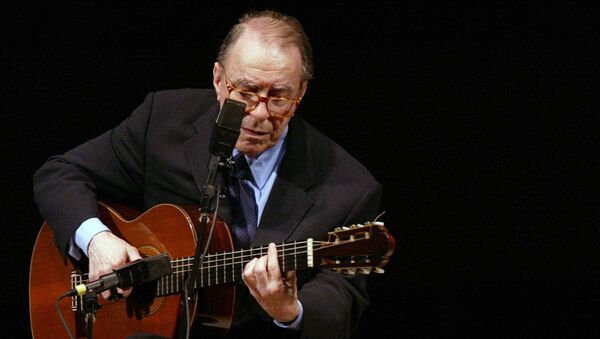 In this June 18, 2004 file photo, Brazilian composer Joao Gilberto performs at Carnegie Hall, in New York.  - Sputnik International