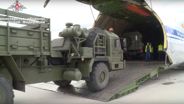 S-400 on route to Turkey being loaded up at a Russian airbase. - Sputnik International