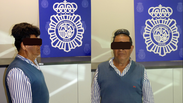 Unnamed man caught smuggling cocaine in his toupee in Josep Tarradellas Airport.  - Sputnik International