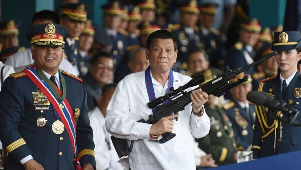 Philippine President Rodrigo Duterte holds a Galil sniper rifle next to outgoing Philippine National Police Chief Ronald Bato Dela Rosa during the National Police chief handover ceremony in Camp Crame, Quezon City, metro Manila, Philippines, April 19, 2018 - Sputnik International