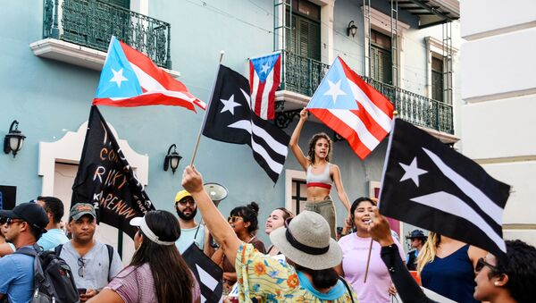 Demonstrators chant and wave Puerto Rican flags during the fourth day of protest calling for the resignation of Governor Ricardo Rossello in San Juan, Puerto Rico July 16, 2019. - Sputnik International