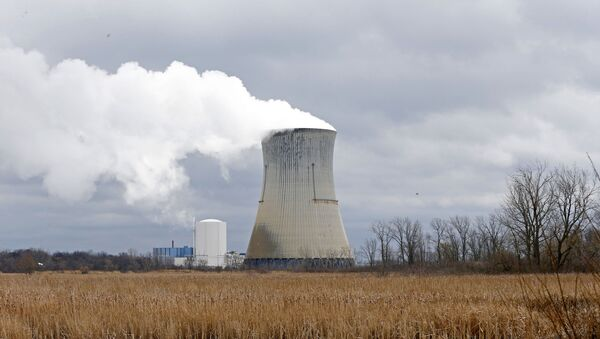 In this Tuesday, April 4, 2017, file photo, plumes of steam drift from the cooling tower of FirstEnergy Corp.'s Davis-Besse Nuclear Power Station in Oak Harbor, Ohio.  - Sputnik International