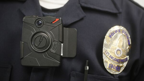 FILE- In this Jan. 15, 2014 file photo a Los Angeles Police officer wears an on-body camera - Sputnik International