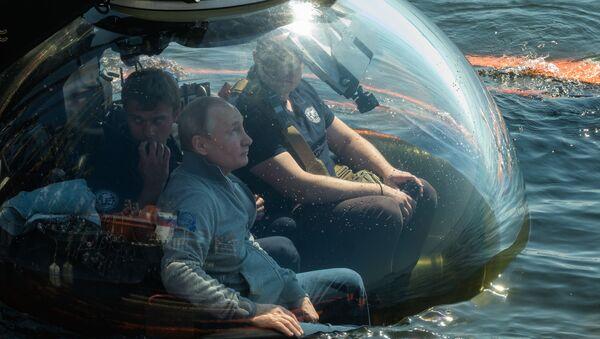 Putin Dives Down to See Sch-308 Sub Sunk During World War II - Sputnik International