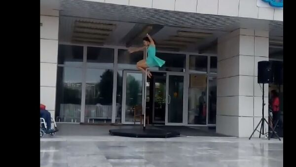 Pole Dance - Sputnik International