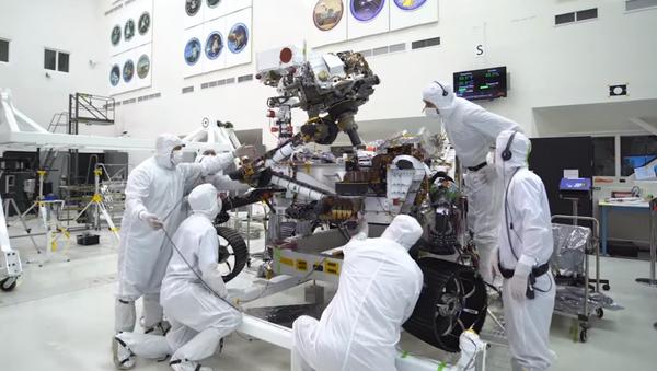 NASA's Mars 2020 Rover is seen going biceps curls in newly released timelapse video - Sputnik International