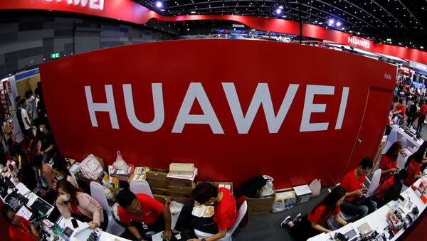 Workers sit at the Huawei stand at the Mobile Expo in Bangkok, Thailand May 31, 2019 - Sputnik International