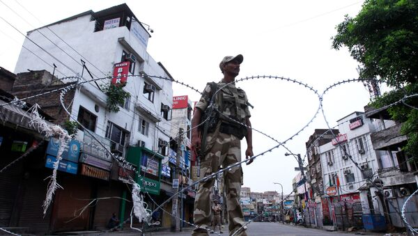 A security personnel stands guard on a street in Jammu on August 6, 2019 - Sputnik International