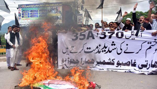 Pakistani Kashmiri lawyers shout slogans beside a burning effigy of Indian Prime Minister Narendra Modi during a protest in Muzaffarabad, the capital of Pakistan-controlled Kashmir, on August 7, 2019. - Sputnik International