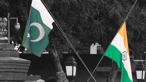 India and Pakistan flags - Sputnik International