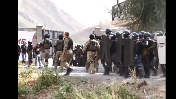 Footage captures moment security forces raid mansion of Kyrgyzstan's ex-president Almazbek Atambayev - Sputnik International