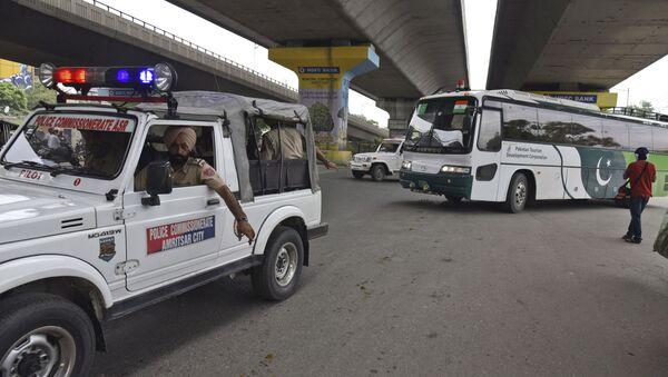 Punjab Police escort a Pakistan Tourism Development Corporation bus as it returns to Lahore without passengers, in Amritsar, India, Saturday, Aug. 10, 2019.  - Sputnik International