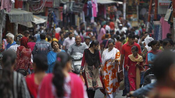 Muslim women return after getting fresh henna decorations on their hands on the eve of Eid al Adha, in Jammu, India, Sunday, Aug.11, 2019.  - Sputnik International