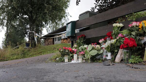 Flowers dedicated to the late stepsister of a suspected gunman, who attacked Al-Noor Islamic Centre Mosque, are seen outside their house in Baerum outside Oslo, Norway, 12 August, 2019. - Sputnik International