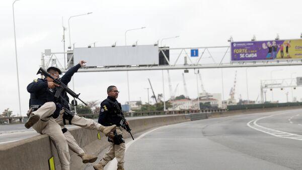Brazilian Police at Rio-Niterói Bridge - Sputnik International