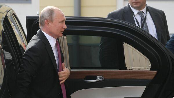 Russian President Vladimir Putin leaves his limousine before a meeting with Finnish President Sauli Niinisto, in Helsinki, Finland. - Sputnik International