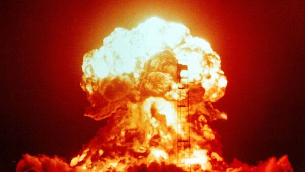 The detonation of a 23-kiloton nuclear bomb XX-34 BADGER as part of the Operation Upshot-Knothole nuclear testing programme at the Nevada Test Site in April 1953. - Sputnik International