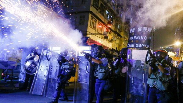 Police fire tear gas at anti-extradition bill protesters during clashes in Sham Shui Po in Hong Kong, China, 14 August 2019 - Sputnik International